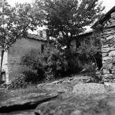Eine Häusergruppe im unteren Dorfteil von Kazaviti 1974.