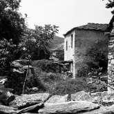 Haus im unteren Dorfteil von Kazaviti. Es gehört zu einer Häusergruppe, die sich um einen Innenhof reihen. Das Haus steht nicht mehr.