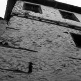 Metochi Manola. Das 1804 erbaute Haus war ein Klostergut des hl. Berg Athos. Es stand im Ortsteil Simenitika am oberen Dorfrand von Kazaviti. Es wurde bei dem Waldbrand 2016 vollständig zerstört.