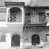 1994. Die ersten Häuser werden modernisiert. Dem Zeitgeist entsprechend wird viel Beton verwendet, die Steindächer werden durch Ziegeldächer ersetzt.