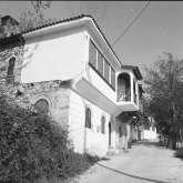 1974. Die Auffahrt zur Platia, dem zentralen Dorfplatz von Kazaviti.