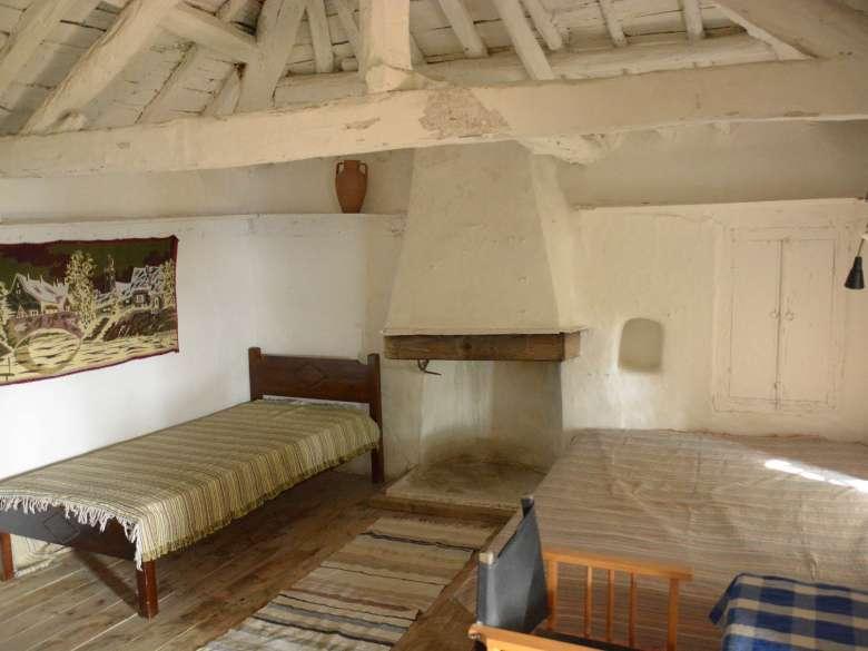 Villa Karavousi Schlafzimmer 2 mit offenem Kamin