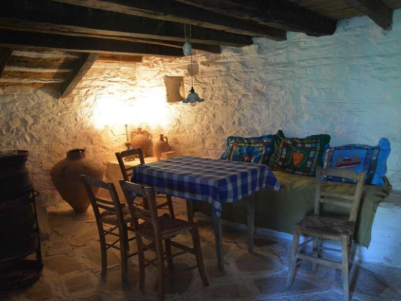 Zimmer im Erdgeschoss des Ferienhauses Karavousi